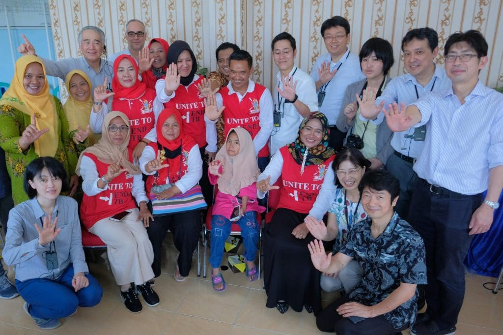 Group photograph with members of of NGO Aisha (assisting TB patients) and visiting journalists and the Global Fund staff at Puskesmas Hanura (a health center in Hanura Village) in Lampong Province in the island of Sumatra Tuesday 27 November, 2018. (Jiro Ose / The Global Fund)on Tuesday 27 November, 2018. (Jiro Ose / The Global Fund)